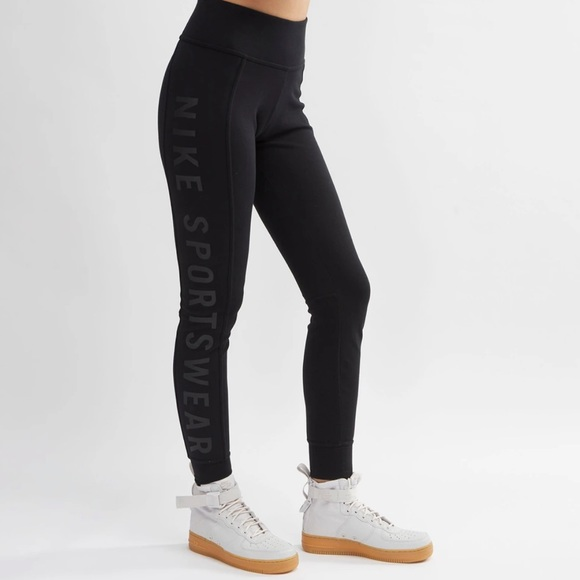 Nike Mid Waist / Tight Fit Jogger